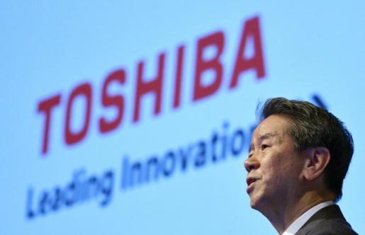Fotografía de archivo del 7 de agosto de 2013 que muestra al presidente de Toshiba, Hisao Tanaka, durante una rueda de prensa en Tokio.