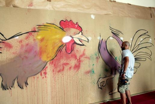 Marc Peris, realizando un mural, en una imagen de archivo.