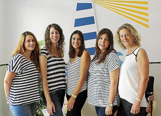 El equipo de la Escoleta: Bárbara Fonollar, Tonina Antelmo, Laura Cifre, Francesca Camps y María Antonia Oliver.