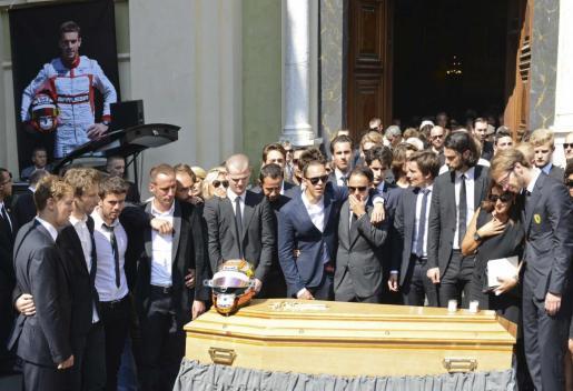 Varios pilotos de Fórmula uno se reunieron ante el ataúd del piloto francés fallecido.