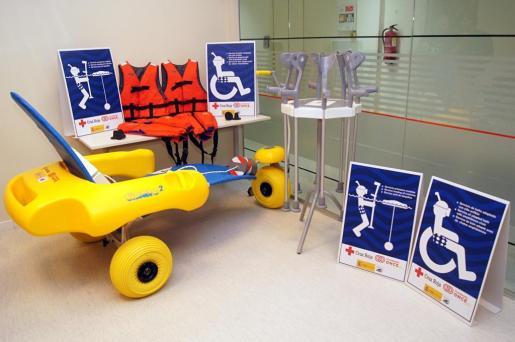 El 'kit' de accesibilidad para personas con movilidad reducida contará con sillas anfibias, muletas y chalecos salvavidas.