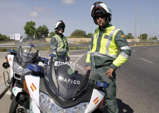 Los agentes de la Guardia Civil de Tráfico han puesto en marcha una campaña de control de velocidad y utilización de cinturones de seguridad.