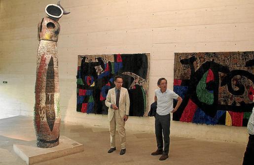 Joan Punyet Miró y José María Lassalle, en la Sala Estrella de la Fundació Miró.