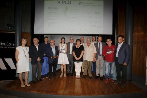 Las autoridades posaron junto con los premiados en la tercera edición de la gala que organiza el Grup Güell, con sus dos presidentes, Tolo Güell (Tolo Barceló) y Josep Egea, como prólogo de la marcha que tendrá lugar el 1 de agosto.