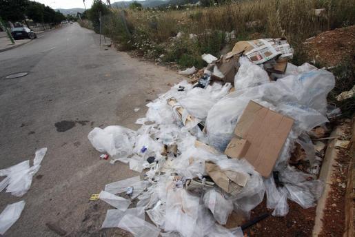 Imagen de un vertedero ilegal en Can Valero.