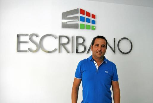 Javier Escribano es el gerente de la empresa.
