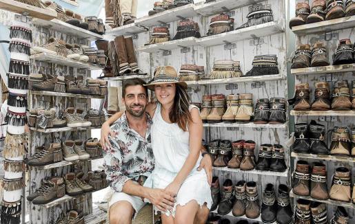 Leandro Torres y Virginia Nieto venden en el mercado de Las Dalias.