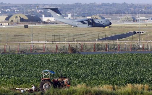 Un avión militar turco en la base aérea de Incirlik.