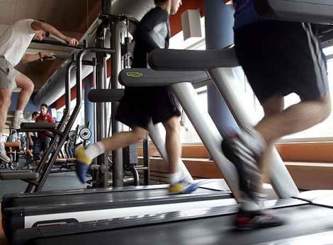 En el gimnasio se realizan todo tipo de actividades deportivas.