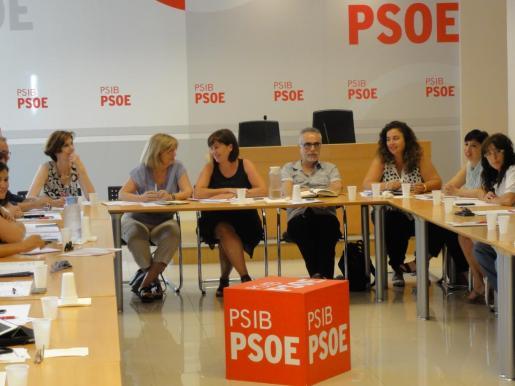 La portavoz del PSIB, Pilar Costa, ha asegurado este lunes que el cambio político iniciado en Balears «también es posible» en el Gobierno central con ocasión de las elecciones generales, para cual los socialistas de las islas han constituido el comité electoral que será presidido por Isabel Oliver.