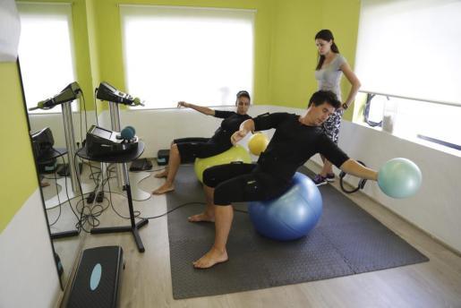 Ponerse en forma en SimplifyT aúna la electroestimulación del cuerpo al completo con un entrenamiento personal individualizado.