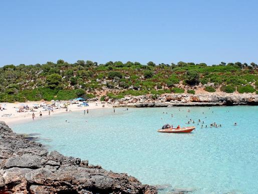 Imagen de Cala Varques, una de las playas vírgenes más emblemáticas del municipio.
