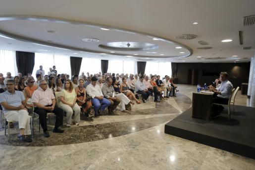 Mateo Isern y Francesc Fiol presidieron la reunión de militantes del PP de Palma.