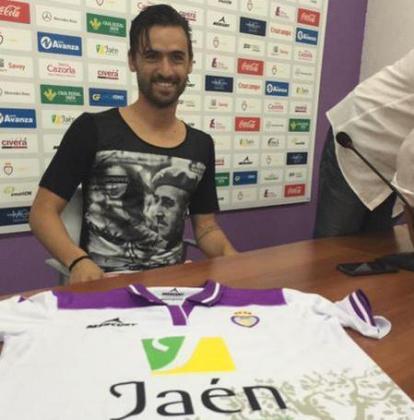 El portugués Nuno Silva se presentó como futbolista del Jaén con una camiseta en la que aparecía la imagen de Francisco Franco vestido de militar. Luego pidió disculpas.