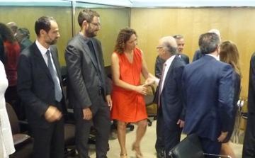 Montoro y Cladera se saludan durante el Consejo de Política Fiscal y Financiera celebrado este miércoles en Madrid.