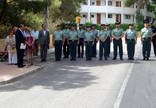 Familiares y autoridades han celebrado este jueves un homenaje a Diego Salvà y Carlos Sáenz de Tejada, los dos guardias civiles asesinados por ETA en un atentado terrorista en Palmanova, en 2009.