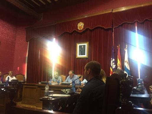 La sala de plenos del Ajuntament de Llucmajor ya sin el crucifijo.