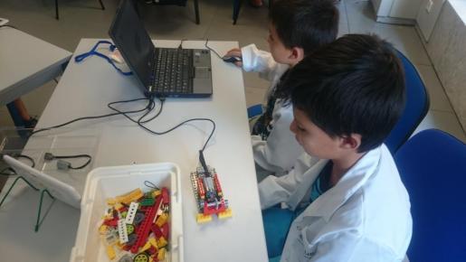 El trabajo en equipo es vital en Nexus Robótica Educativa.