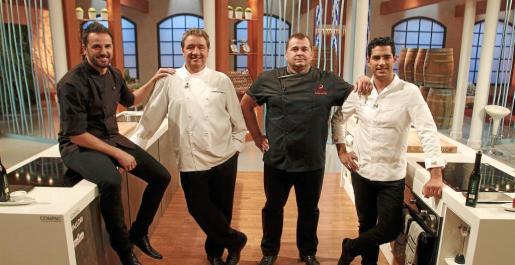 Los chefs del programa 'Cuina i Guanya', Santi Taura, Koldo Royo, Miquel Calent y Andreu Genestra, en el plató del programa.