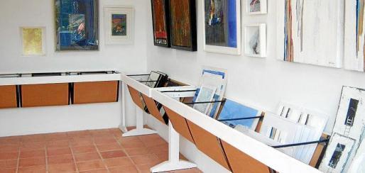La exposición se celebra en la Garden Art Gallery, situado en el kilómetro 8,5 de la carretera de Sant Josep.