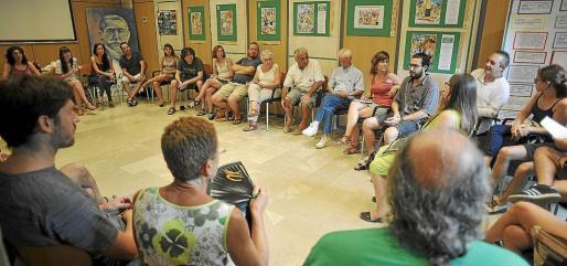 Militantes y simpatizantes de la CUP reunidos en Ca'n Alcover.