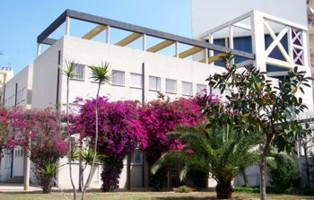 La escuela se encuentra en la calle Aragón.