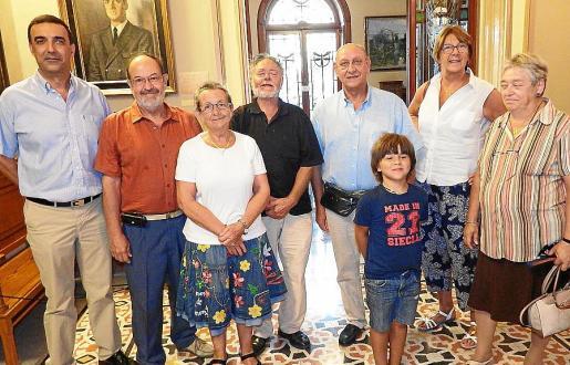El alcalde, Jaume Servera; el autor, Jean-Louis Sarthou; Magdalena Bujosa, Raymond Bisbal, Jean Pierre Boisseau, Yaël Oliver, Danièle Mathy y Edith Novels.