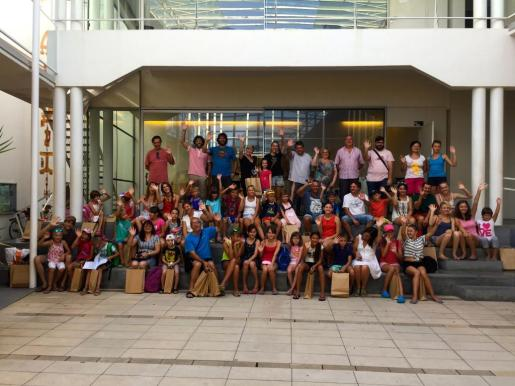 Momento de la recepción de los niños por parte del Ajuntament de sa Pobla.