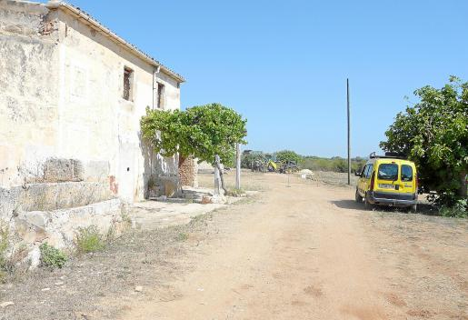 Se está habilitando una pista en esta finca ubicada en Cala Millor.