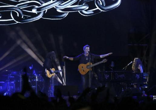 El cantante, en un momento de la presentación en Eivissa de su último álbum. Foto: ARGUIÑE ESCANDÓN