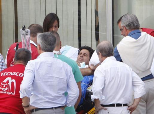 El torero Francisco Rivera, a su llegada a la Clínica Quirón de Zaragoza, tras ser trasladado desde la UCI del hospital San Jorge de la capital oscense.