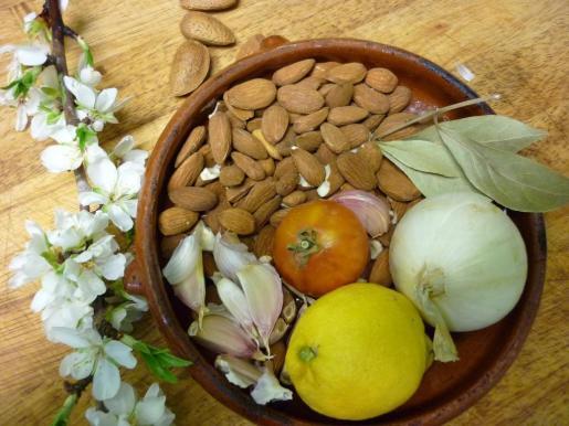 La ametlla mallorquina forma parte de la elaboración de muchas recetas.