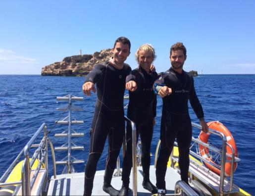 Álex González, Jesús Calleja y David Bisbal, antes de la inmersión.