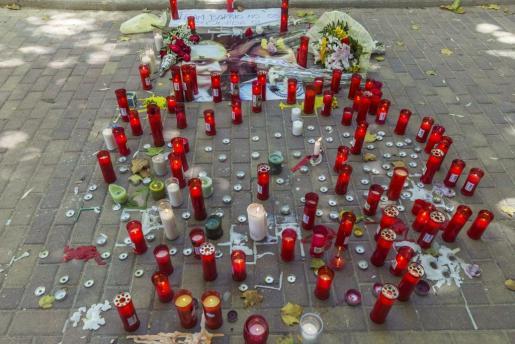 Las muestras de condolencia se han sucedido en las últimas horas en Cuenca por la muerte de las dos jóvenes desaparecidas hace días, Marina Okarynska y Laura del Hoyo.