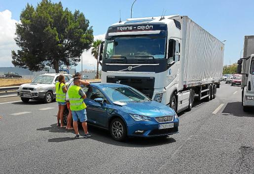 Imagen del accidente en la autopista de Inca que provocó las retenciones.