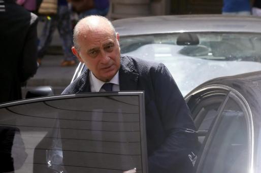 El titular de Interior, Jorge Fernández Díaz, tras su comparecencia en el Congreso.