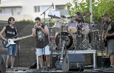 Sobre las 20.00 horas empezaron los conciertos que amenizaron a los vecinos del barrio de Can Raspalls.