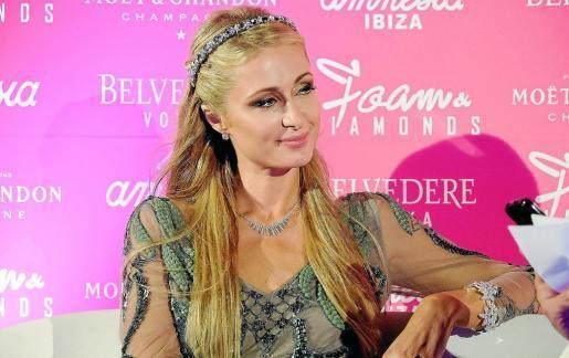 Paris Hilton presta su apoyo a esta causa benéfica con los niños de Apneef