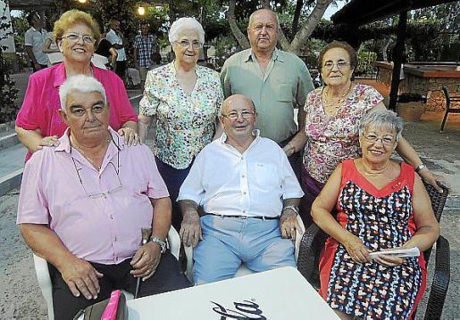 Mª Teresa Frontera, Maria Picornell, Jordi Soler y Esperança Ferragut. Sentados: Juan Servera, Tomás Serra y Maria Prats.