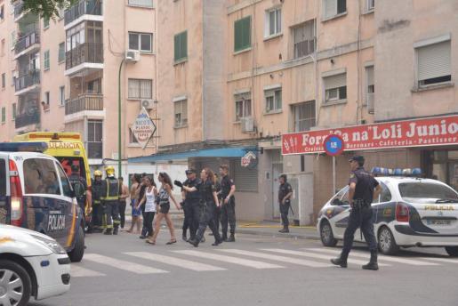 El fuego provocó una gran humareda en el primer piso del edificio siniestrado.