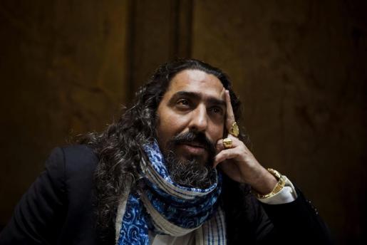 """El cantante de flamenco Diego """"El Cigala"""" posa para una entrevista en la que ha declarado que se marcha a la República Dominicana porque en España no hay futuro y está harto de esta difícil situación."""