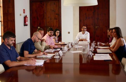 Imagen de la Reunión del Patronato de la Fundació Bit, presidida por el vicepresidente del Govern, Biel Barceló. A la izquierda, Pere Fuster.