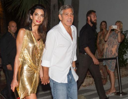 George Clooney y su esposa Amal.