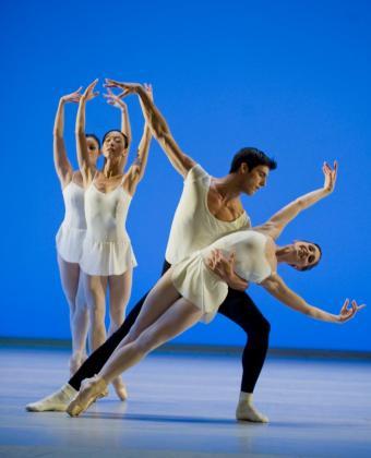 Esta noche, en las Nits de Tànit, se despide Carlos Láinez Juan como bailarín. Y lo hará en su propia casa.