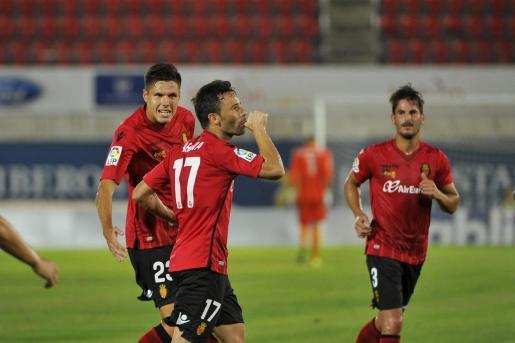 Arana celebra el gol ante la Ponferradina.