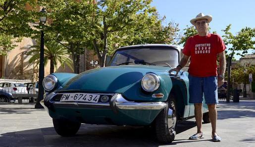Jaume Mulet nos muestra orgulloso esta obra maestra de la marca francesa, el Citröen DS que tuvo su puesta de largo en París en 1955.