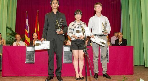 Los premiados durante la gala de ayer. Foto: TONI ESCOBAR