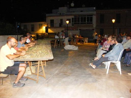 Numeroso público asistió a los actos de las fiestas en Cas Concos.