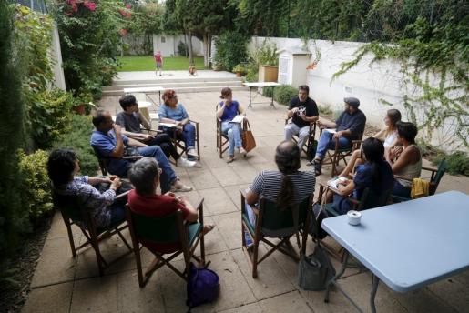 La mesa provisional de la plataforma 'Mallorca terra d' acollida' se reunió este lunes en Can Alcover.