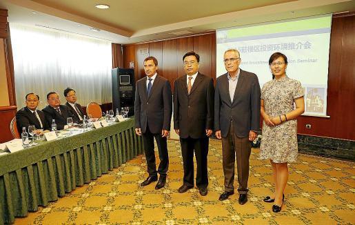Antoni Ferrer, Yang Xuepeng, Bartomeu Cantallops y Yang Yang durante la reunión.